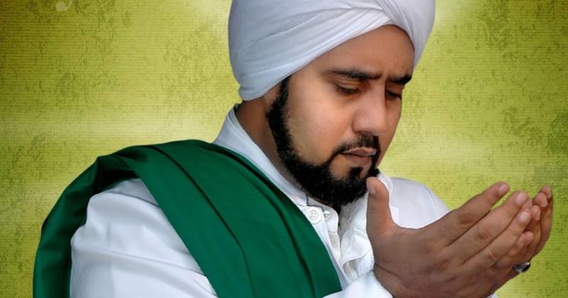 foto habib syech bin abdul qodir assegaf berdoa