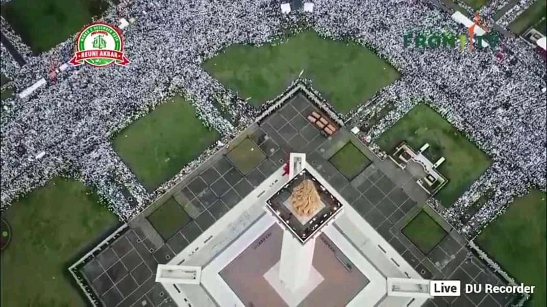 Foto Gambar Reuni 212 Monas dari atas