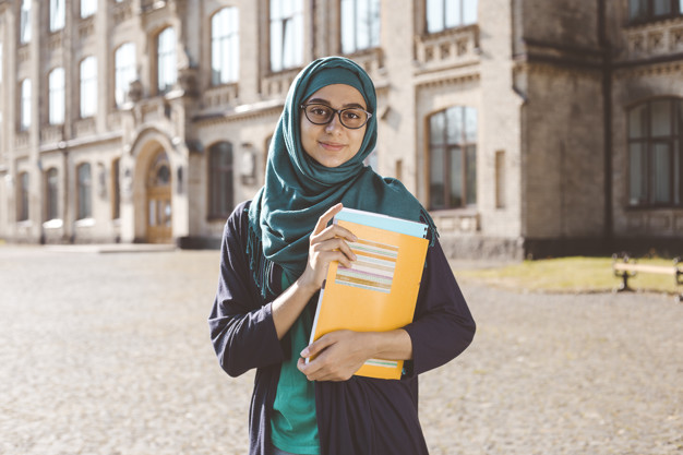 3 Jurusan Kuliah yang Menjanjikan Gaji Tinggi Untuk Wanita