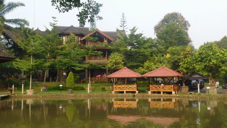 Panjang Jiwo Outbound Dengan Nuansa Kampung Savana