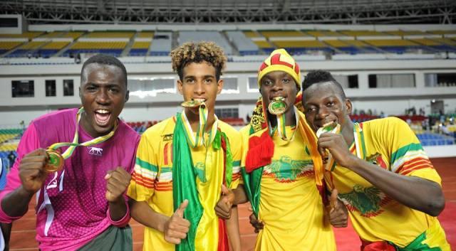 Lassana N'Diaye et les academiciens de soccer JMG du U17 du MALI