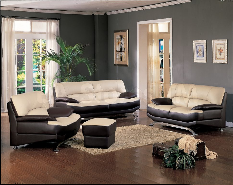 this-living-room-is-a-beautiful-example-of-simple-elegance-the-traditional-symmetrical-placement-of-the-couches-and-armchairs-allow-for-conversation-as.jpg