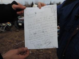 Barbara Quigley a diffusé plusieurs exemplaires de cette lettre manuscrite pour prouver qu'elle autorisait les Protecteurs à manifester sur son terrain situé au bord de la route 11. - Acadie Nouvelle: Damien Dauphin