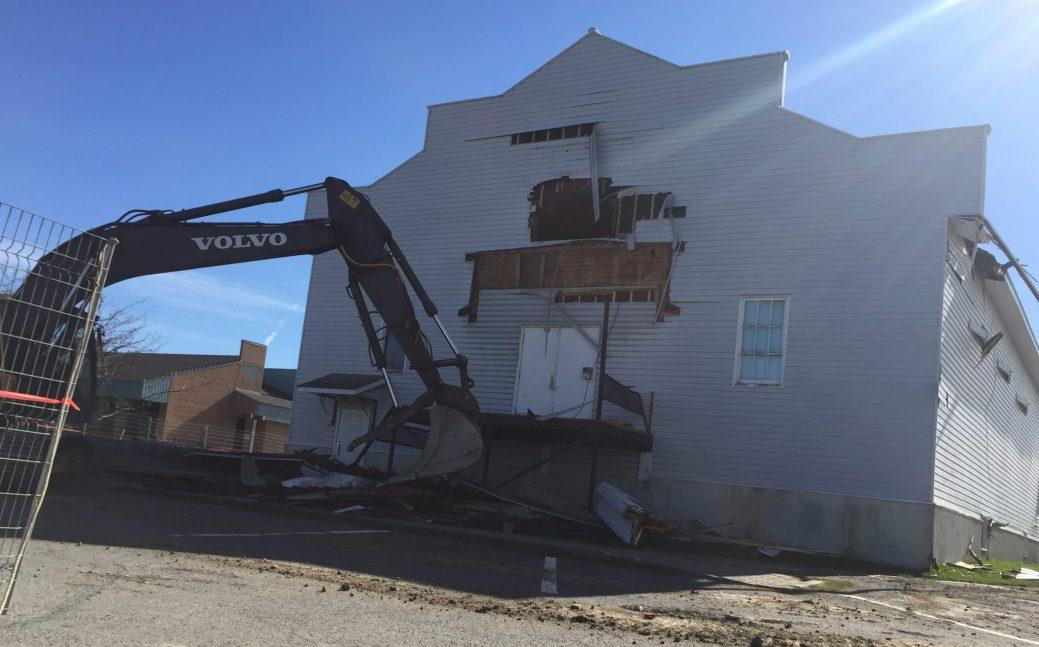 Les travaux de démolition du Théâtre Montcalm de Saint-Quentin ont débuté mercredi matin. - Acadie Nouvelle: Jean-François Boisvert