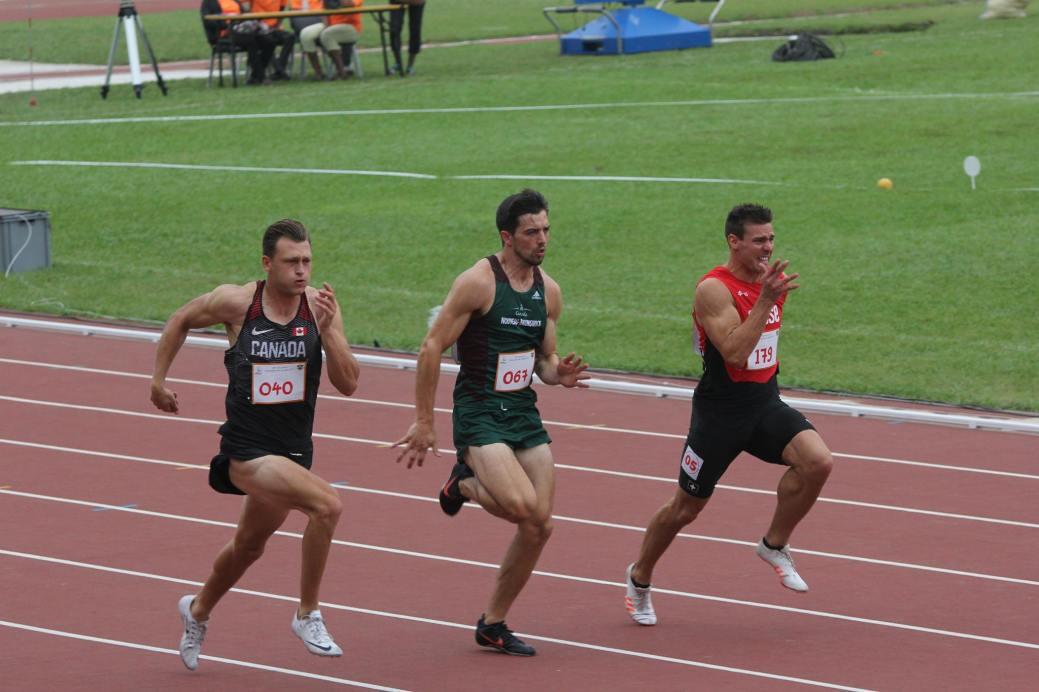 Chris Robertson (67), d'Équipe Canada Nouveau-Brunswick, tente de devancer ses rivaux du décathlon au sprint de 100 mètres. - Collaboration spéciale: Normand A. Léger