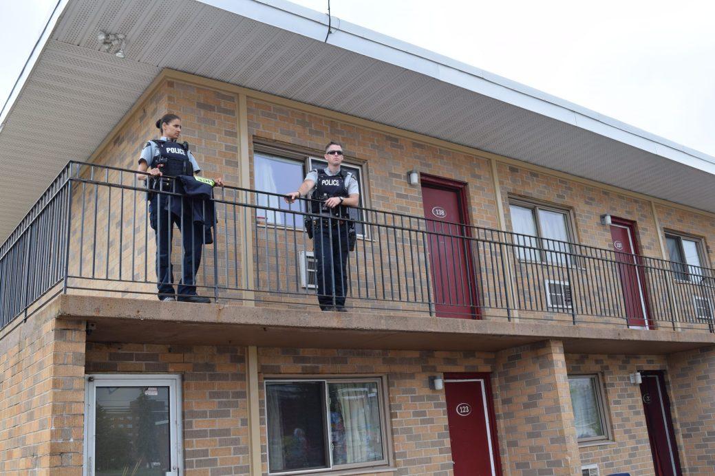 Les policiers poursuivaient leur enquête sur les lieux dimanche matin. - Acadie Nouvelle: Simon Delattre