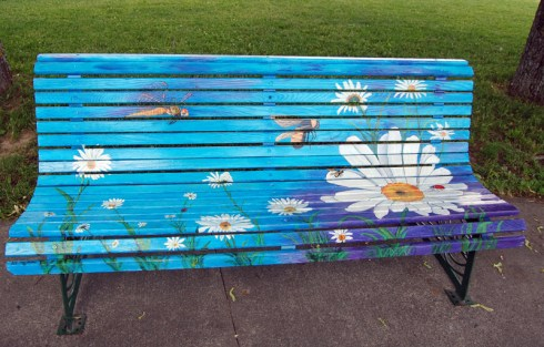 Bathurst, le 7 juillet 2017 - Des artistes créent sur les bancs du centre-ville - Acadie Nouvelle : Béatrice Seymour