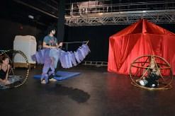 La troupe de Circus Stella répète le numéro d'ouverture au théâtre l'Escaouette. - Acadie Nouvelle: Sylvie Mousseau