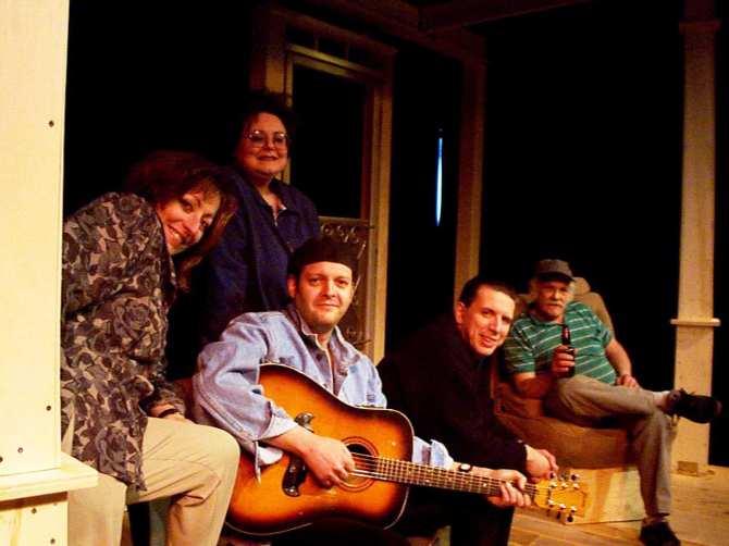 Denis Richard (avec la guitare), à l'époque de Laurie ou la vie de galerie. La photo date de mars 1998. - Archives