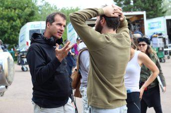 Les acteurs ajustent leur jeu en suivant les directives du réalisateur Jean-Marc Piché. - Acadie Nouvelle: Simon Delattre