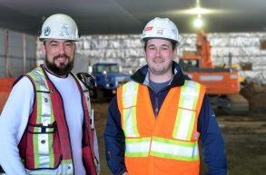 Denis Chiasson (gauche), surintendant, et Mathieu Poirier, chargé de projet du consortium LFG, Honco et VC Renovations. Acadie Nouvelle: Jean-Marc Doiron