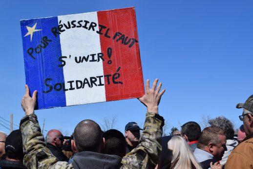 Une manifestation a rassemblée environ 200 employés saisonniers à Tracadie lundi. - Acadie Nouvelle : David Caron
