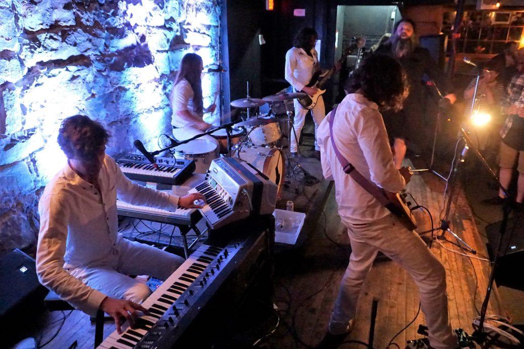 Les Hôtesses d'Hilaire lors du lancement de leur nouvel album, mardi au Caveau de Moncton. - Acadie Nouvelle: Pascal Raiche-Nogue