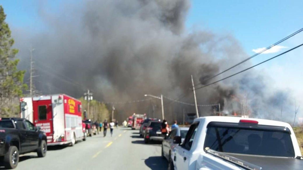 Les automobilistes pouvaient voir de la fumée depuis la route 134 lundi après-midi . - Photo tirée de Facebook