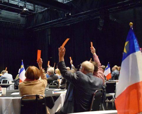 Des membres de la SANB se prononcent lors de l'assemblée délibérante. - Acadie Nouvelle: David Caron