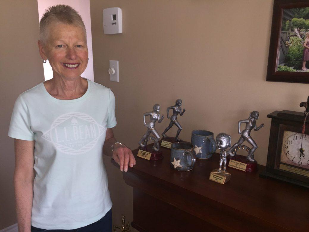 Marcelle Breau n'est pas peu fière des trophées remportées ces dernières années. - Acadie Nouvelle: Robert Lagacé