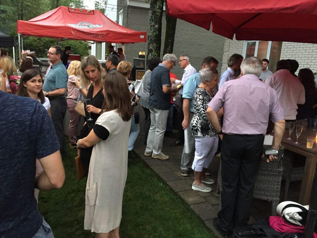 Près de 100 personnes ont pris part aux festivités au domicile de Serge Chiasson, dimanche soir. - Acadie Nouvelle: Robert Lagacé
