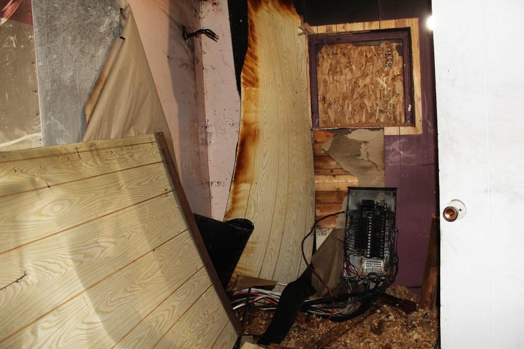 La chambre principale et le panneau électrique incendié. - Acadie Nouvelle: Guillaume Cyr