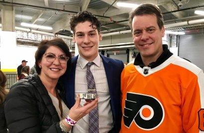 Philippe Myers et ses parents. - Twitter Flyers