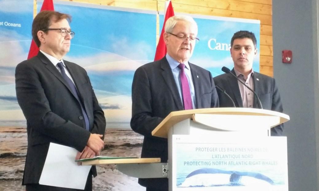 Jonathan Wilkinson, ministre des Pêches et des Océans du Canada, Marc Garneau, ministre des Transports du Canada et Serge Cormier, député d'Acadie-Bathurst.- Acadie Nouvelle: David Caron
