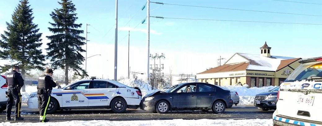 Un automobiliste a embouti une voiture de police vendredi matin à Moncton. - Gracieuseté: Wade Perry