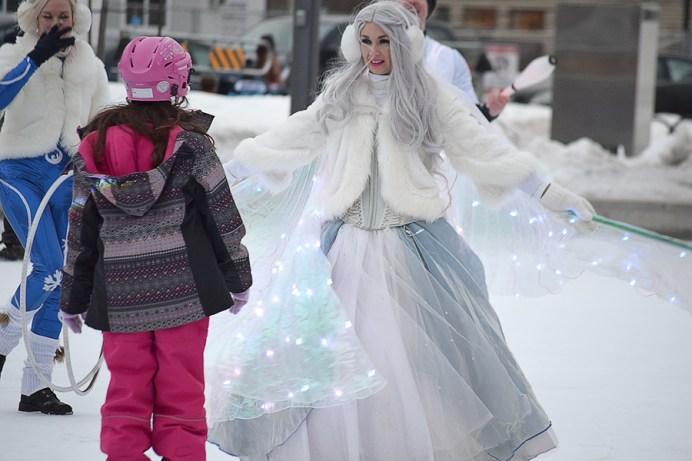 Des personnages colorés ont animé l'esplanade du Centre Avenir à Moncton à l'occasion du Festival Flash 2.0. Acadie Nouvelle: Sylvie Mousseau