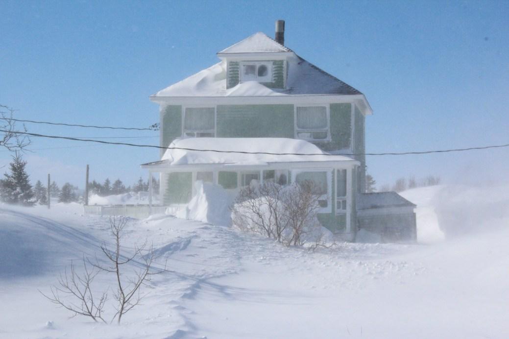 Selon les rapports de la base météorologique de Bas-Caraquet, la région aurait reçu plus de 40 cm de neige lors de la tempête de lundi. - Acadie Nouvelle: Guillaume Cyr