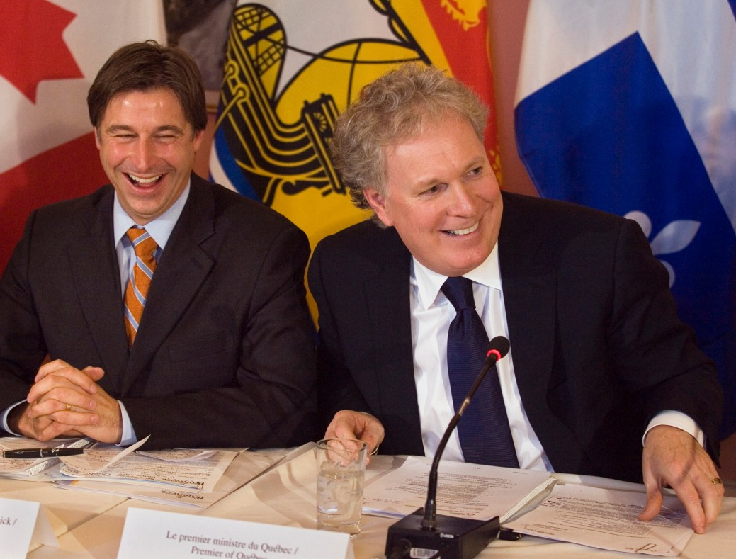 Shawn Graham et Jean Charest lors de la signature du protocole d'entente. - Archives