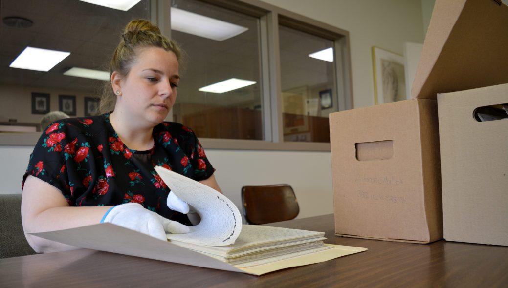 Pour Christine Dupuis, les manuscrits d'Antonine Maillet ont une immense valeur historique. - Acadie Nouvelle: Simon Delattre