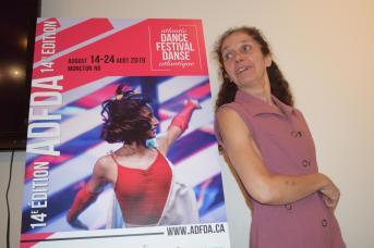 La directrice du ADFDA, Chantal Cadieux invite le public à entrer dans la danse du 14 au 24 août. - Acadie Nouvelle: Sylvie Mousseau