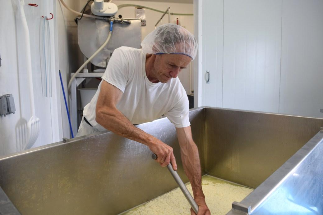 Quand Albert Arsenault ne fabrique par du fromage à poutine, il se prépare pour le grand retour de Barachois. - Acadie Nouvelle: Simon Delattre