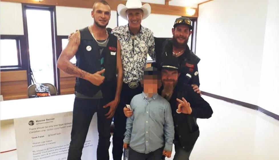 Maxime Bernier accompagné de membres du chapitre de Calgary, le 7 juillet dernier. - Gracieuseté