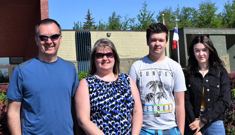 La Famille Tremblay, originaire du Lac-Saint-Jean, a décidé de passer ses vacances dans le nord du Nouveau-Brunswick. De gauche à droite: Dany Tremblay, Mélissa Tremblay, Zakarie Tremblay et Késia Tremblay.- Acadie Nouvelle: David Caron.