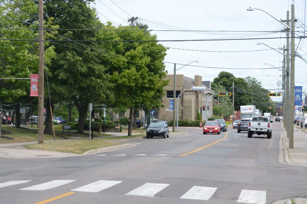 La rue St. George a l'air d'une rue comme les autres (ci-dessus, près du parc des arts du Sommet). On trouve toutefois dans le secteur les pires quartiers de Moncton. - Acadie Nouvelle: Cédric Thénevin