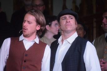 Selby Evans (Charles LeBlanc) et Marc Lamontagne (Arcade) dans une scène du spectacle La Vallée des possibles lors de la répétition générale. - Acadie Nouvelle: Sylvie Mousseau