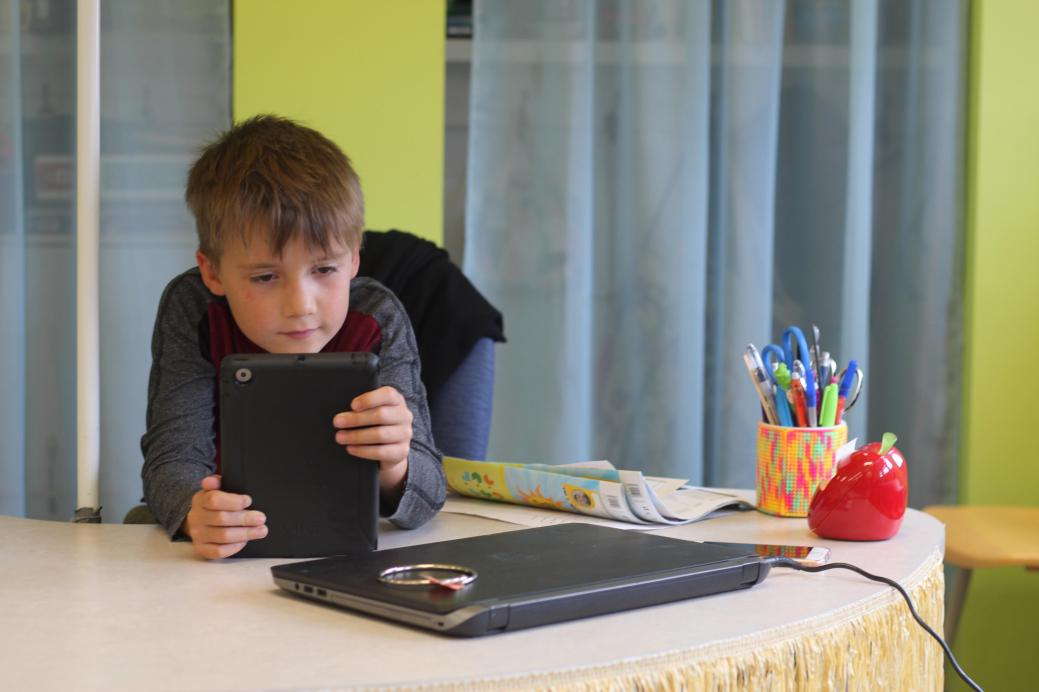 La tablette a été plutôt bien adoptée par les enseignements et les élèves de l'école Abbey-Landry. - Acadie Nouvelle: Simon Delattre