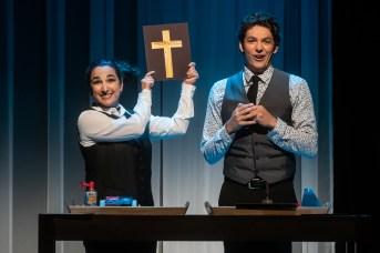Sounia Balha et Jean-François Pronovost dans une scène de la pièce Comment je suis devenu musulman. - Gracieuseté: Patrick Lamarche