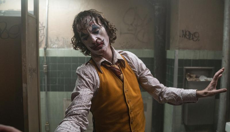 Une fois qu'il a perdu tout contact avec la réalité, Arthur Fleck (Joaquin Phoenix) devient le Joker. - Gracieuseté