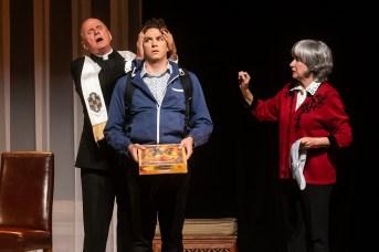 MIchel Laperrière, Jean-François Pronovost et Marie Michaud dans une scène de la pièce Comment je suis devenu musulman. - Gracieuseté: Patrick Lamarche
