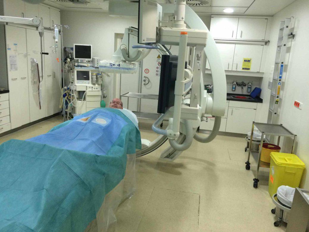 Luc Ferguson attend son traitement dans la salle du radiologiste Thomas Vogl, à l'Hôpital universitaire Goethe de Francfort, en Allemagne. - Gracieuseté: Monica Gosselin