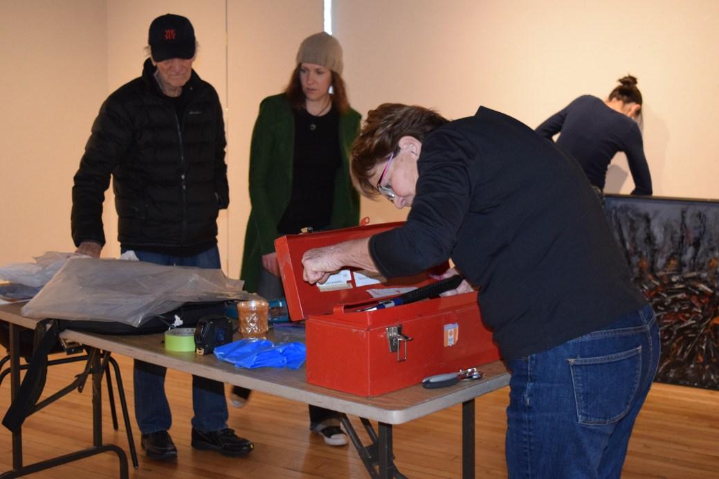 Roméo Savoie, Colleen Furlotte, Alex Schofield et Nancy Schofield montent l'exposition Variantes. - Acadie Nouvelle: Sylvie Mousseau
