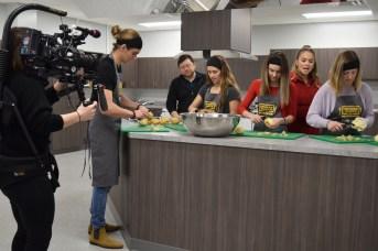 Le tournage d'une scène de la série Jeunes chefs en mission. Acadie Nouvelle: Sylvie Mousseau