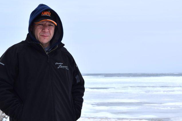 Hervé fait partie de la huitième génération de Paulin à habiter sur le chemin du même nom, face à l'océan. Aujourd'hui, il pense déménager. -Acadie Nouvelle: David Caron
