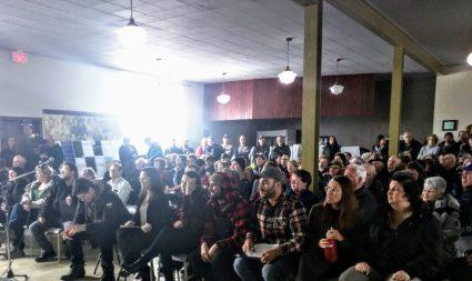 Des citoyens d'Anse-Bleue, de Dugas et de Village-des-Poirier se sont encore mobilisés en grand nombre pour réaffirmer leur opposition au projet de parc éolien communautaire Chaleur Ventus dans la région d'Anse-Bleue. -Acadie Nouvelle: David Caron