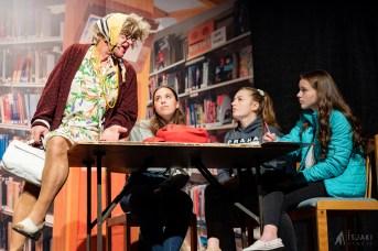 Une scène du spectacle de la famille Basque qui met en vedette, entre autres, Madame Ladébauche. - Gracieuseté: Isjaki Studio
