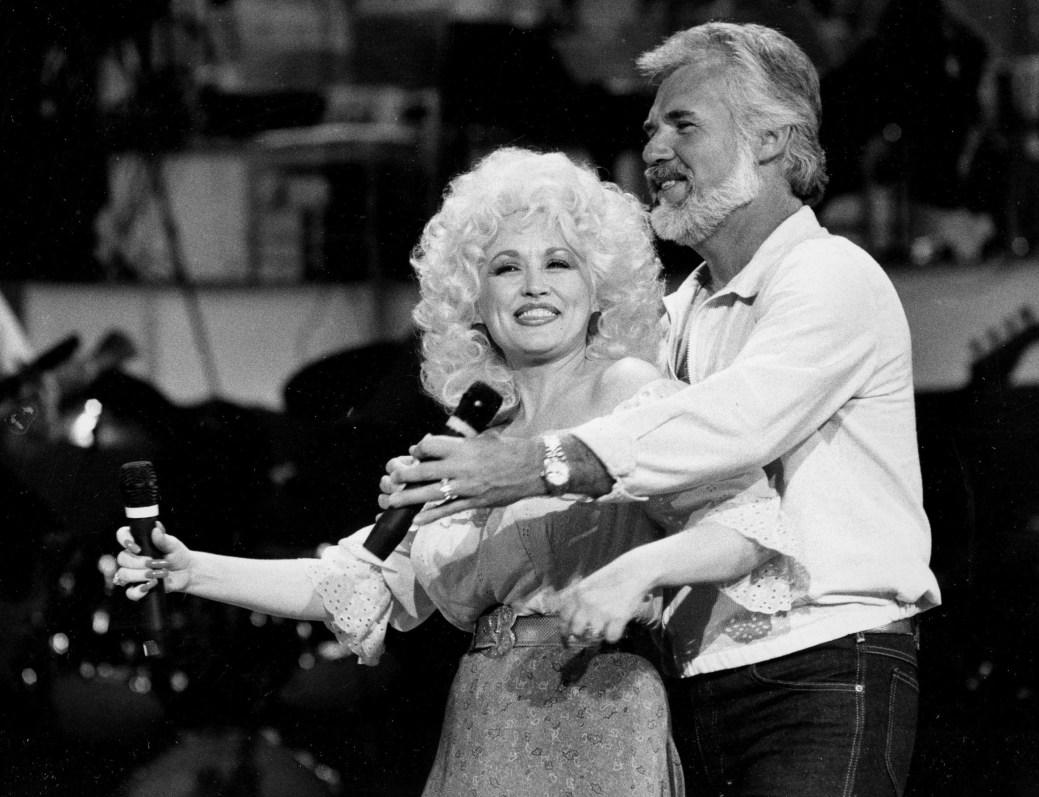 Kenny Rogers et Dolly Parton en 1983. - AP