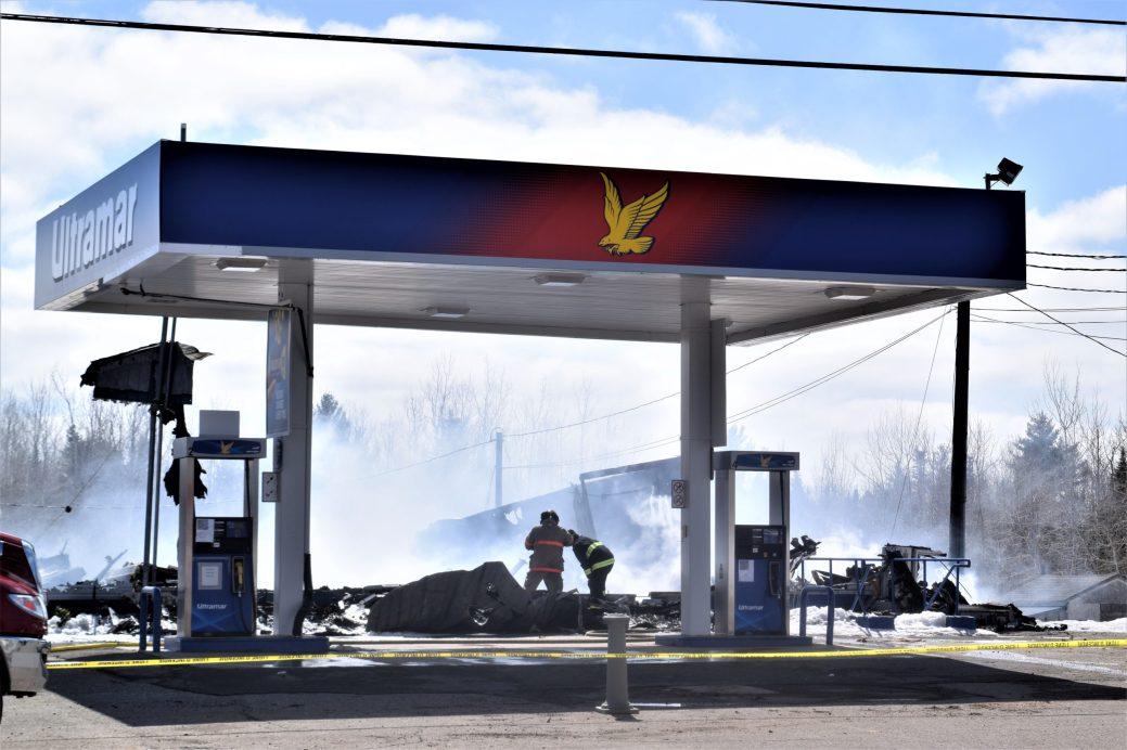 L'Épicerie G.M.L, le seul dépanneur du DSL, situé entre Saint-Isidore et Allardville, a été détruite dans un incendie dans la nuit de vendredi à samedi. - Acadie Nouvelle: David Caron