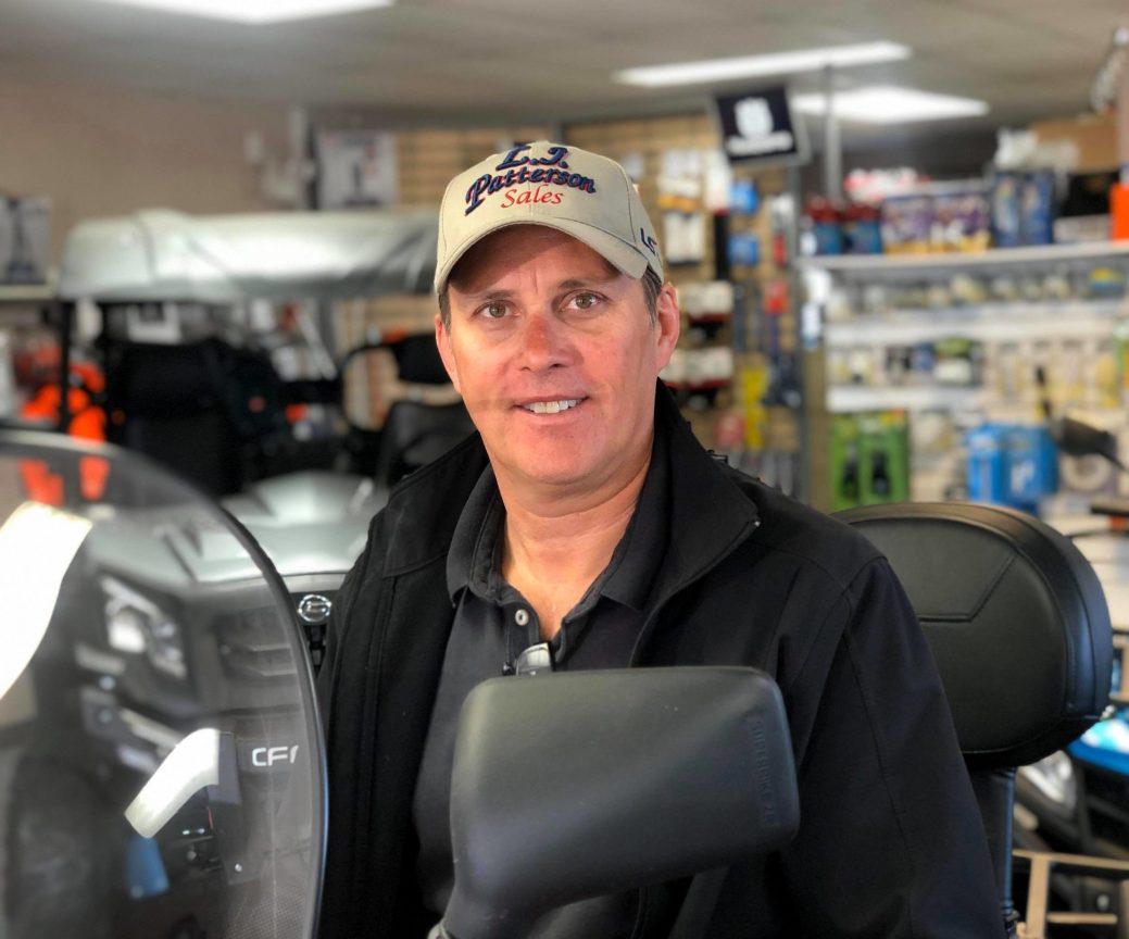 Chris Young, le gérant de Patterson Sales and Service, à Beresford, anticipe de nouveaux visages et de nouvelles machines sur les sentiers cet été. - Acadie Nouvelle : Allison Roy.