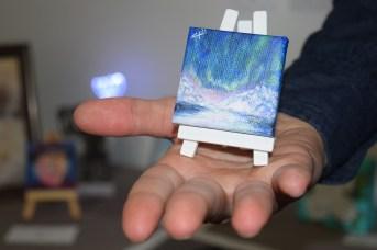 Une oeuvre de Caroline Jose présentée dans le cadre de l'exposition d'art miniature au Studio Acorn. - Acadie Nouvelle: Sylvie Mousseau.