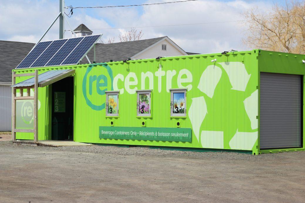 Grâce aux transactions automatisées, les membres peuvent recycler leurs déchets en un temps record. - Acadie Nouvelle: Simon Delattre.